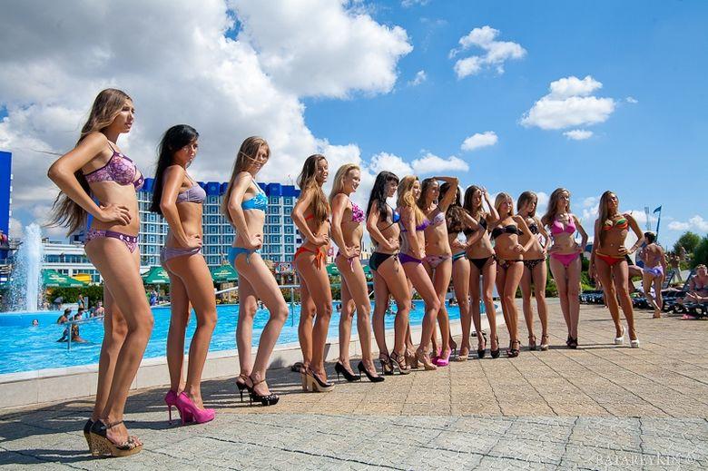 乌克兰美女水上公园清凉选美 奢侈品频道