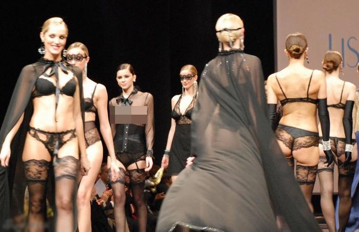 2012法国无内衣透明装时装秀