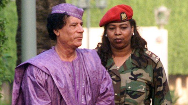 利比亚领导人卡扎菲曾经的五名贴身女保镖近日向心理学家投诉称,她们