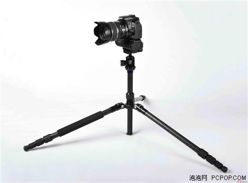 三脚架可以提高单反相机拍摄的稳定性
