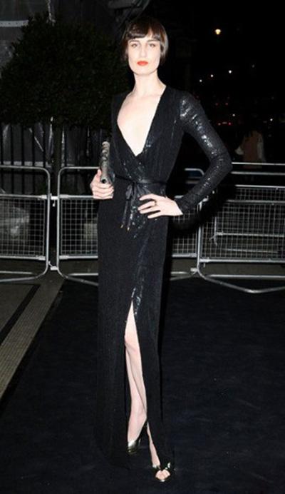 本次伦敦时装周的三位大使之一、超模艾琳·欧康娜(Erin O