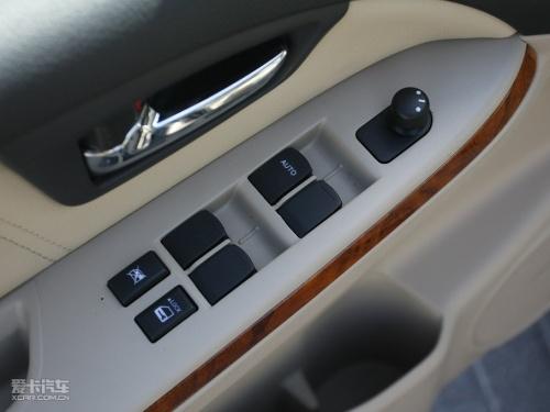 6升mt和at舒适型均配备前后电动车窗和后视镜电动调节