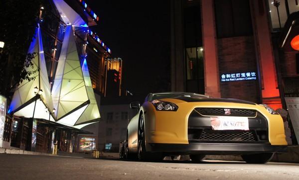 直线公开赛即将在京开幕 北京拿铁酒吧赛前时尚派对