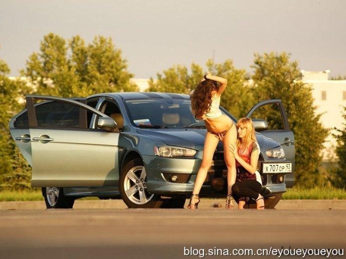 俄罗斯美女性感潇洒写真 汽车频道