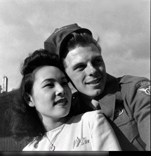 日本女人与美国大兵友爱进行中组图 读书频道