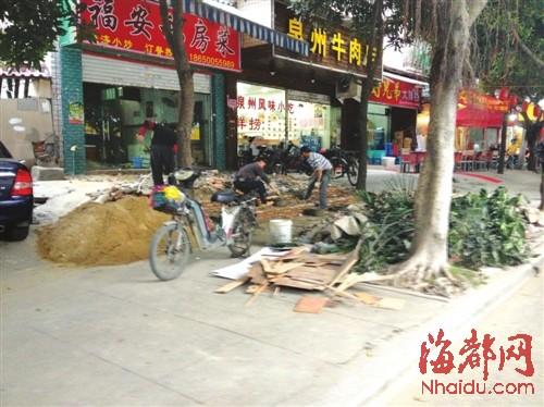 商家装修建材堵了人行道
