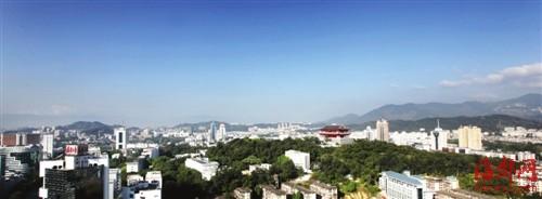 蓝天下的福州城,万绿丛中,镇海楼巍峨耸立