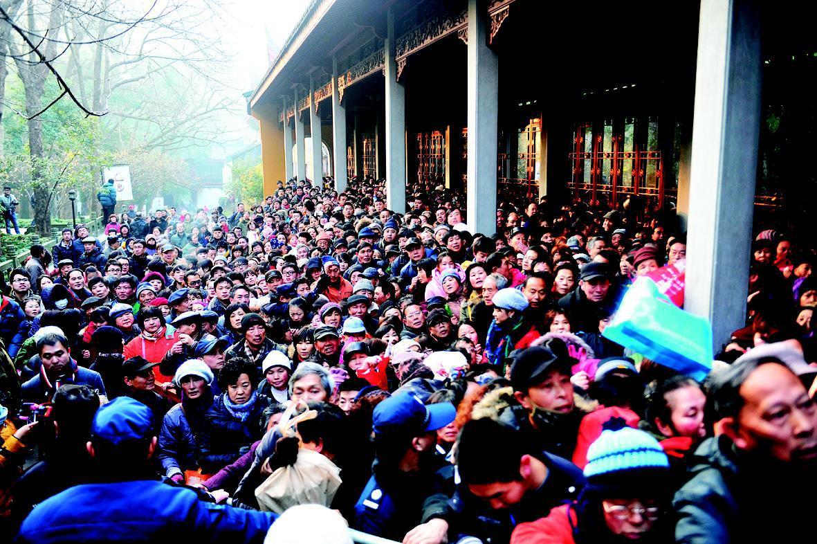 风景区拥挤人群