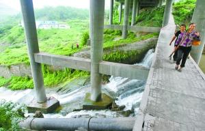 今年起进行环境治理,彻底解决雨污分流的问题,龙滩子水库和溉澜溪都将除臭变清