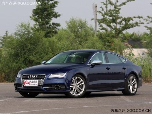 奥迪s7是奥迪a7的高性能版本车型,外观的设计上比a7车型更高清图片