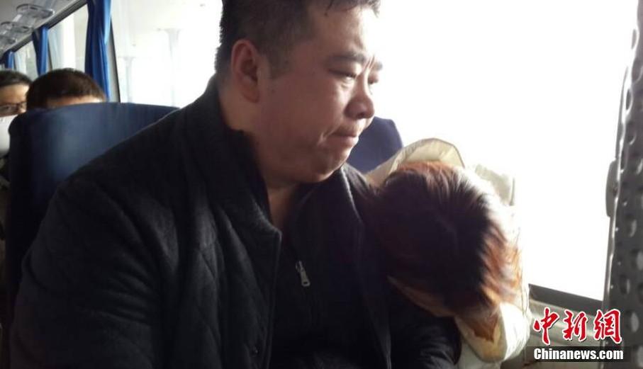 机场工作人员表示马航已安排将家属送往丽都酒店休息.