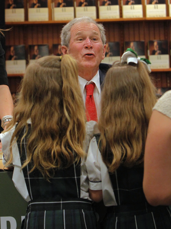 锐视角 2 小布什出席新书 父亲的 画像 签售活动