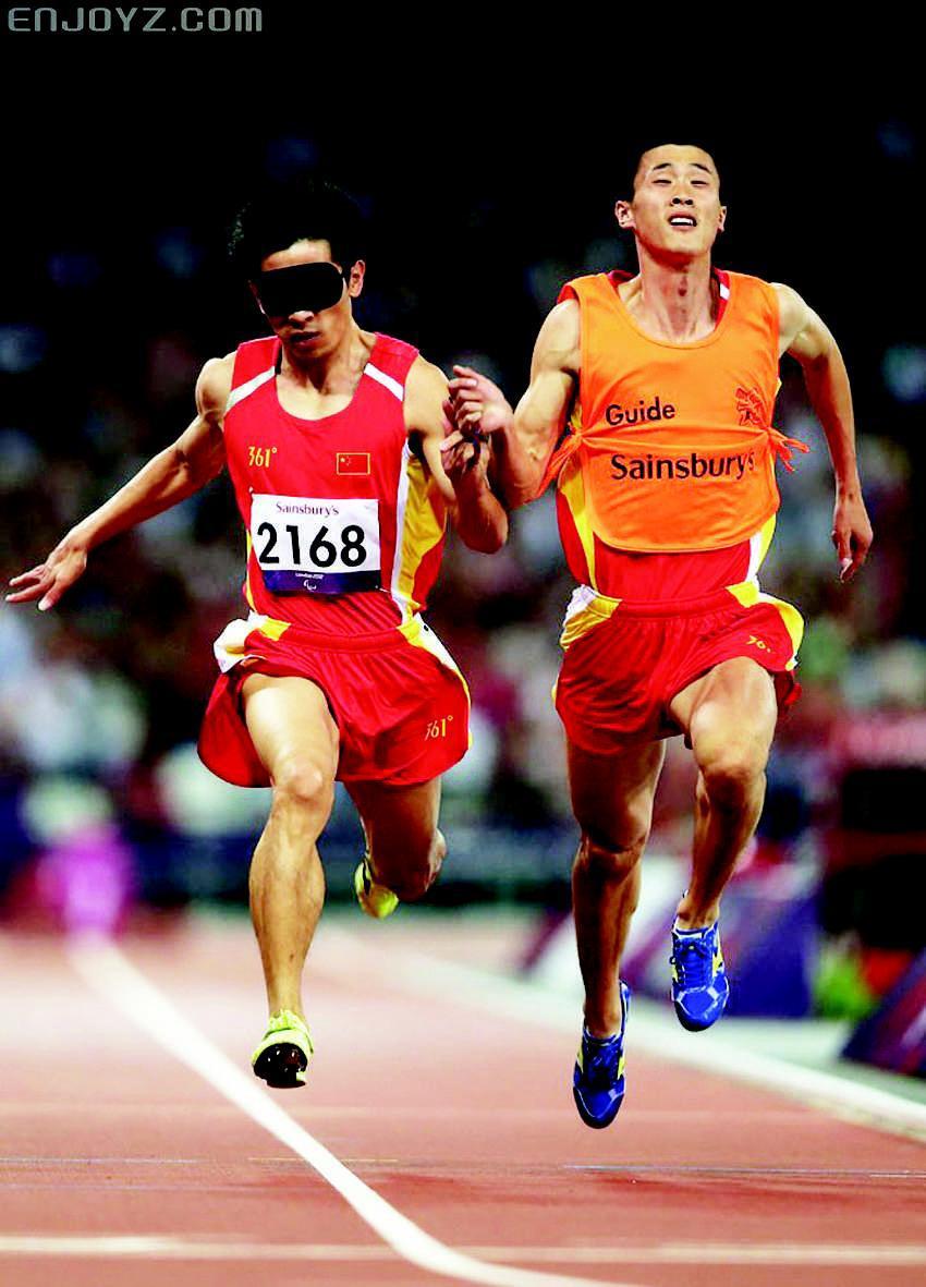 新闻 正文    在成都体育中心的跑道上,全国第九届残运会暨第六届特奥
