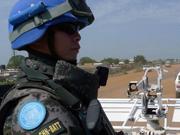 武装分子挎枪窥视不敢动中国维和部队