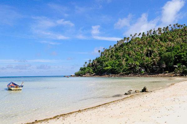 英文名字就叫Hat Salad,小而精致的新月形沙滩,海水清澈见底,两端的岬角上覆盖着茂密的森林植被,尤其适合热爱自由、无拘无束的波西米亚旅行者。